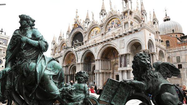 Скульптуры на площади Сан-Марко в Венеции