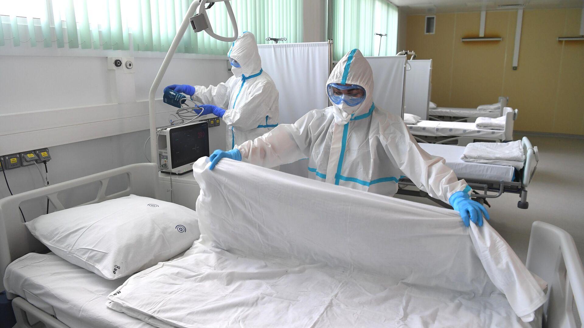 Медицинские работники в палате Московского клинического центра инфекционных болезней Вороновское - РИА Новости, 1920, 11.06.2021
