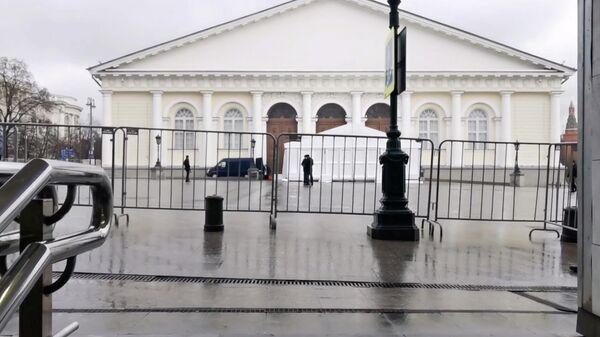 Проход к Манежу в центре Москвы, где пройдет послание Путина, ограничен