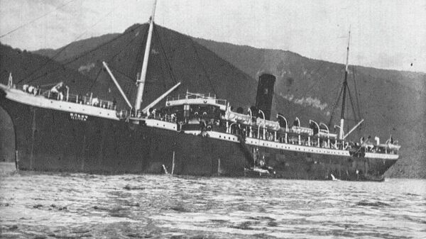 Товаро-пассажирский пароход Ильич на рейде. Черноморское побережье. 1930-е
