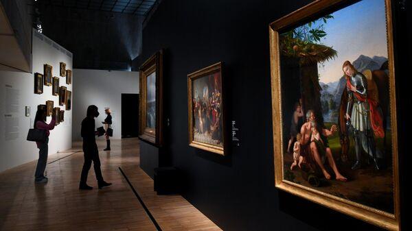 Посетители на выставке Мечты о свободе. Романтизм в России и Германии в Третьяковской галерее в Москве
