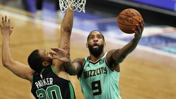 Игровой момент матча НБА Шарлотт Хорнетс - Бостон Селтикс