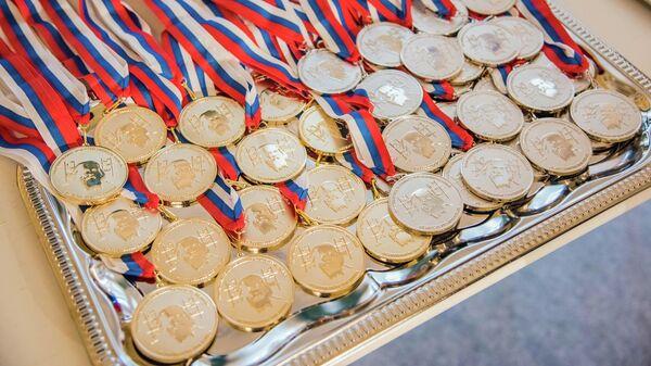 Медали для победителей Международной Менделеевской олимпиаде по химии
