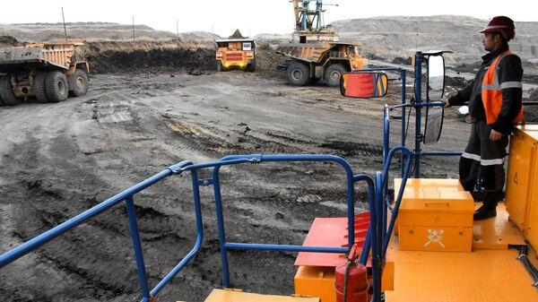 Вскрышные работы на угольном разрезе компании СУЭК
