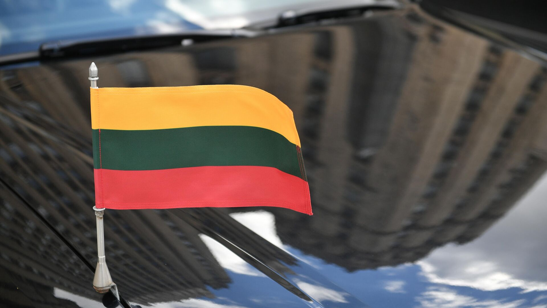 Автомобиль посла Литвы у здания МИД РФ в Москве - РИА Новости, 1920, 16.06.2021
