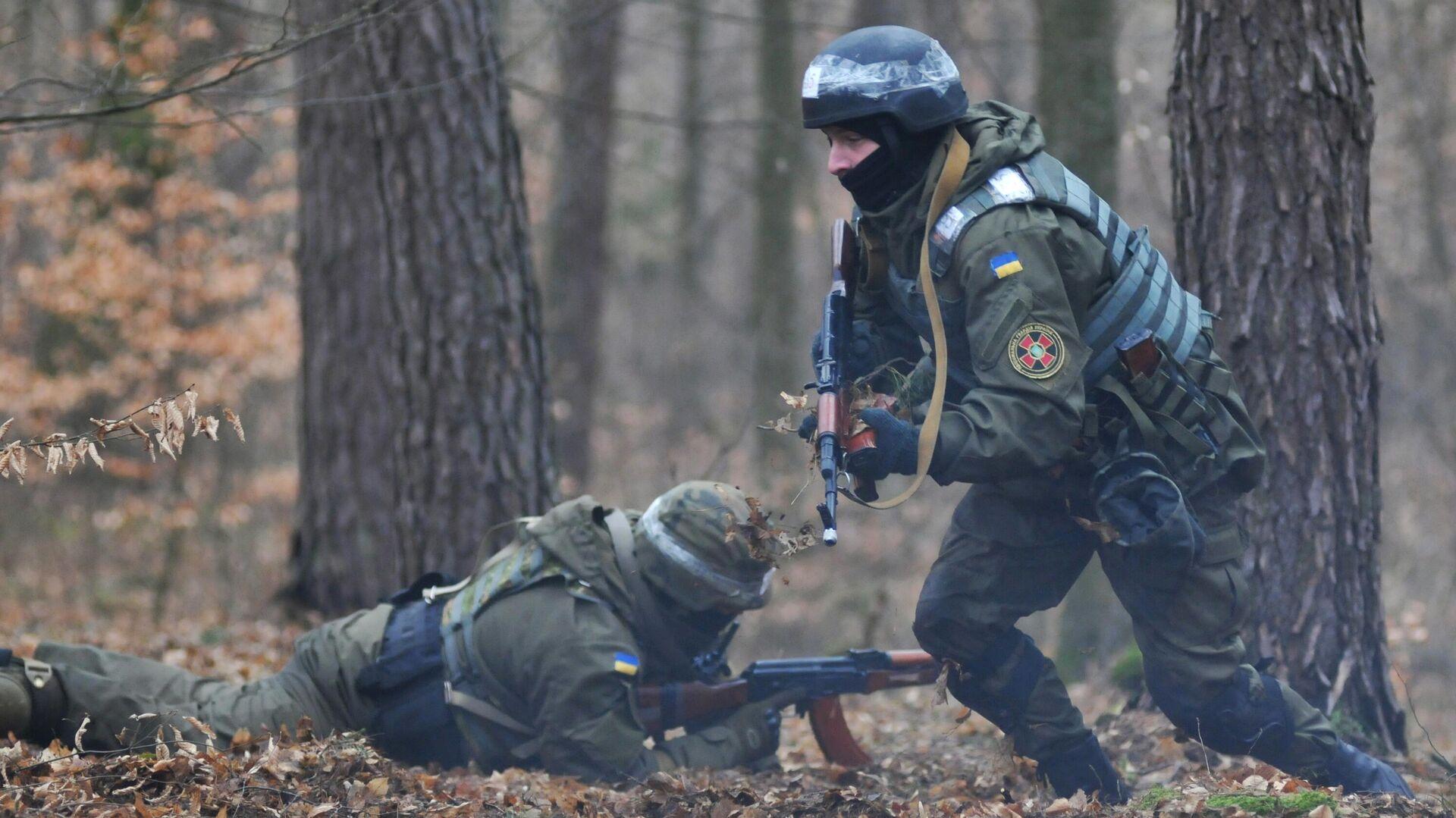 Военнослужащие Национальной гвардии Украины во время обучения по методике НАТО на полигоне в Золочевском районе Львовской области - РИА Новости, 1920, 10.05.2021
