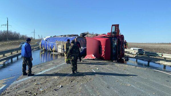 ДТП с участием нефтевоза вблизи н.п. Луганское Красноармейского МР Саратовской области