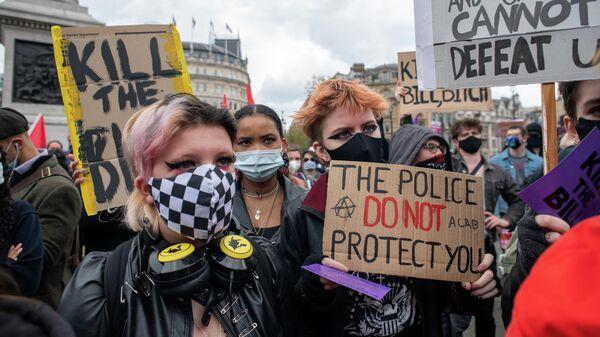 Протесты против закона о расширении полномочий полиции в Великобритании