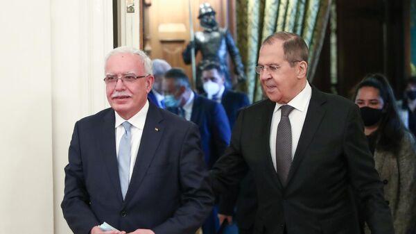 Министр иностранных дел РФ Сергей Лавров и министр иностранных дел Государства Палестина Рияд аль-Малики во время встречи в Москве