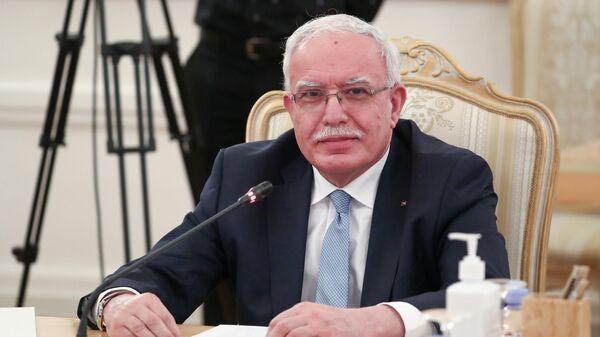 Министр иностранных дел Государства Палестина Рияд аль-Малики во время встречи с министром иностранных дел РФ Сергеем Лавровым в Москве