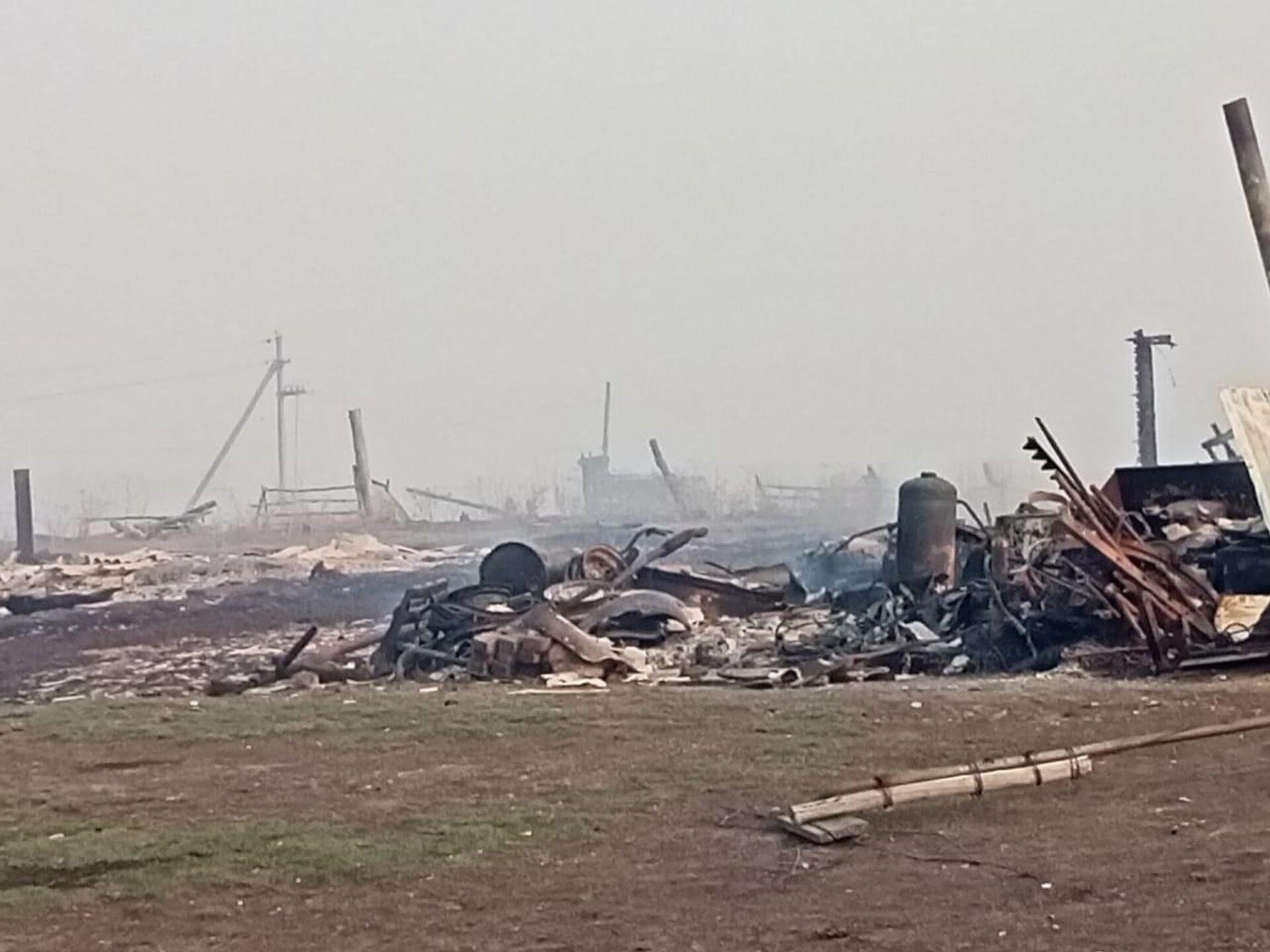 Пожар в деревне Каракуль Большереченского района Омской области - РИА Новости, 1920, 06.05.2021