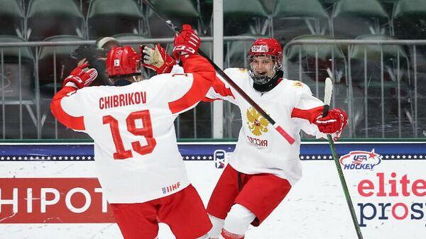 Игрок юниорской сборной России по хоккею.
