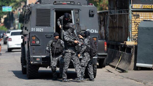 Полицейская операция по борьбе с незаконным оборотом наркотиков в Бразилии