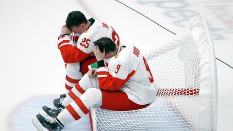 Хоккеисты юношеской сборной России Данила Юров и Федор Сверчков