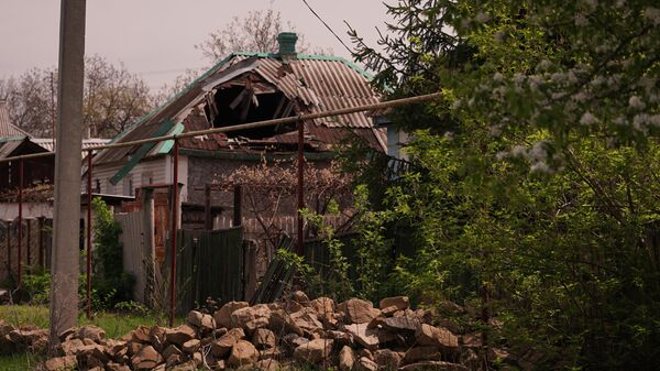 Последствия обстрелов на линии соприкосновения в Луганской области