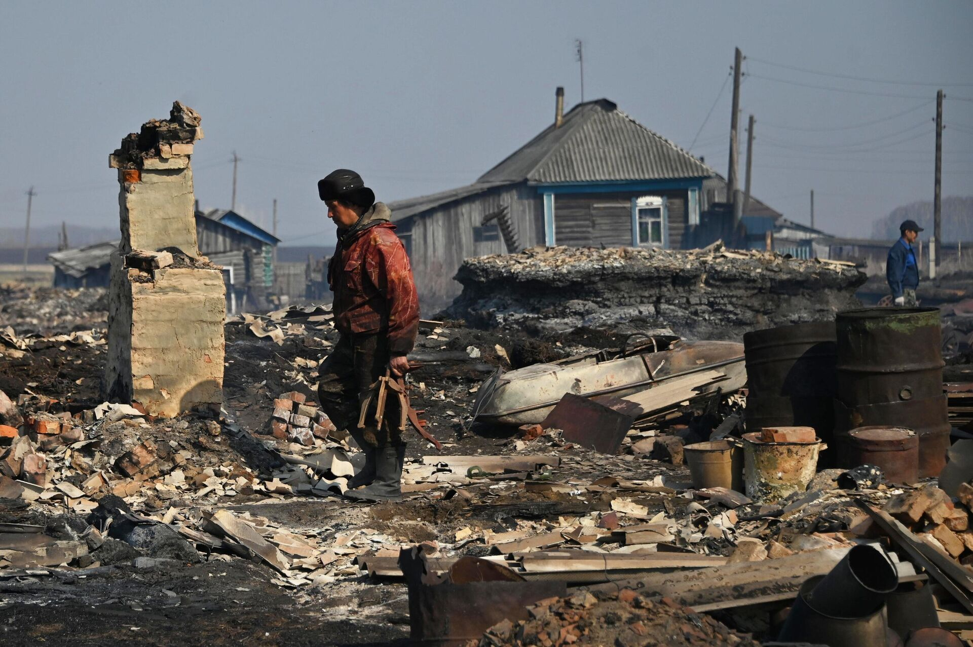 Последствия пожара в деревне Каракуль в Омской области - РИА Новости, 1920, 07.05.2021