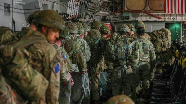 Американские военные, готовящиеся к десантированию в Эстонии