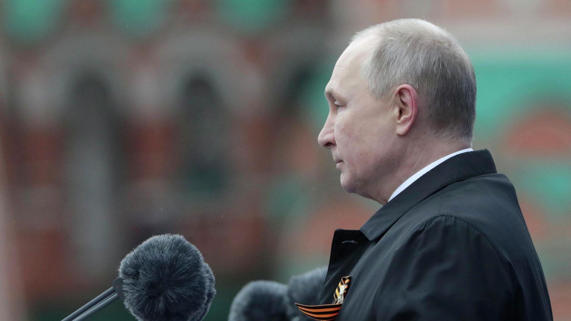 Президент РФ Владимир Путин выступает на военном параде в ознаменование 76-й годовщины Победы в Великой Отечественной войне на Красной площади в Москве - РИА Новости, 1920, 09.05.2021