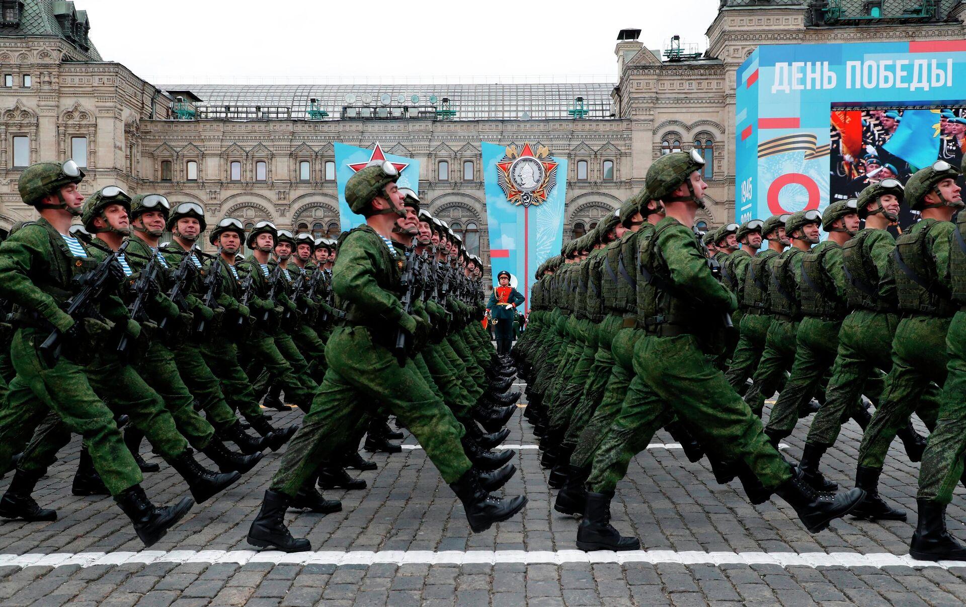 Военнослужащие парадных расчетов на военном параде в честь 76-й годовщины Победы в Великой Отечественной войне в Москве - РИА Новости, 1920, 09.05.2021