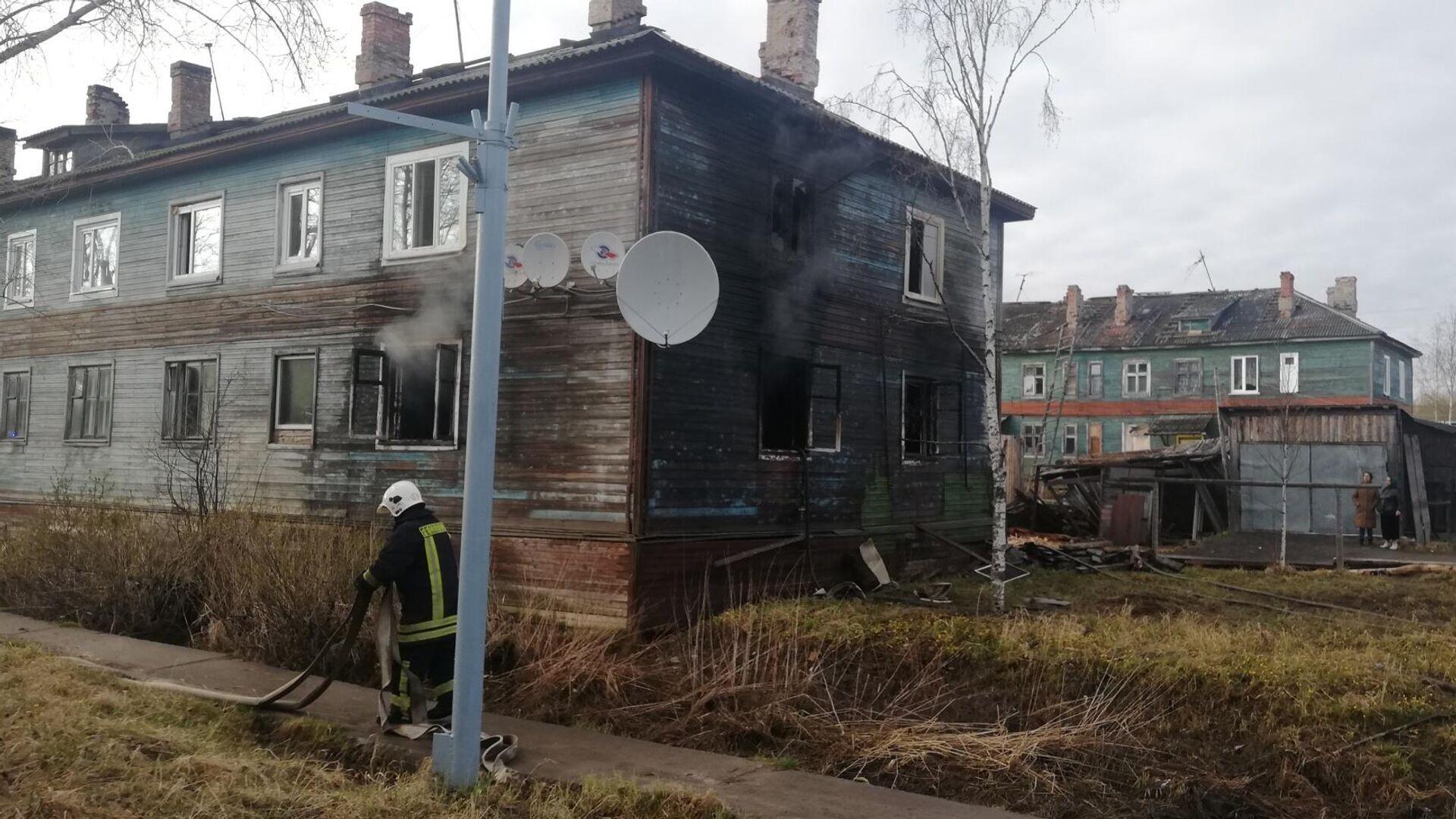 На месте пожара в Архангельске. 9 мая 2021 - РИА Новости, 1920, 10.05.2021