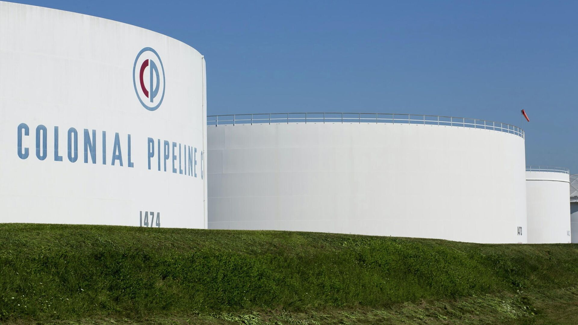 Резервуары для хранения нефтепродкутов в резервуарном парке Linden Junction компании Colonial Pipeline - РИА Новости, 1920, 14.05.2021
