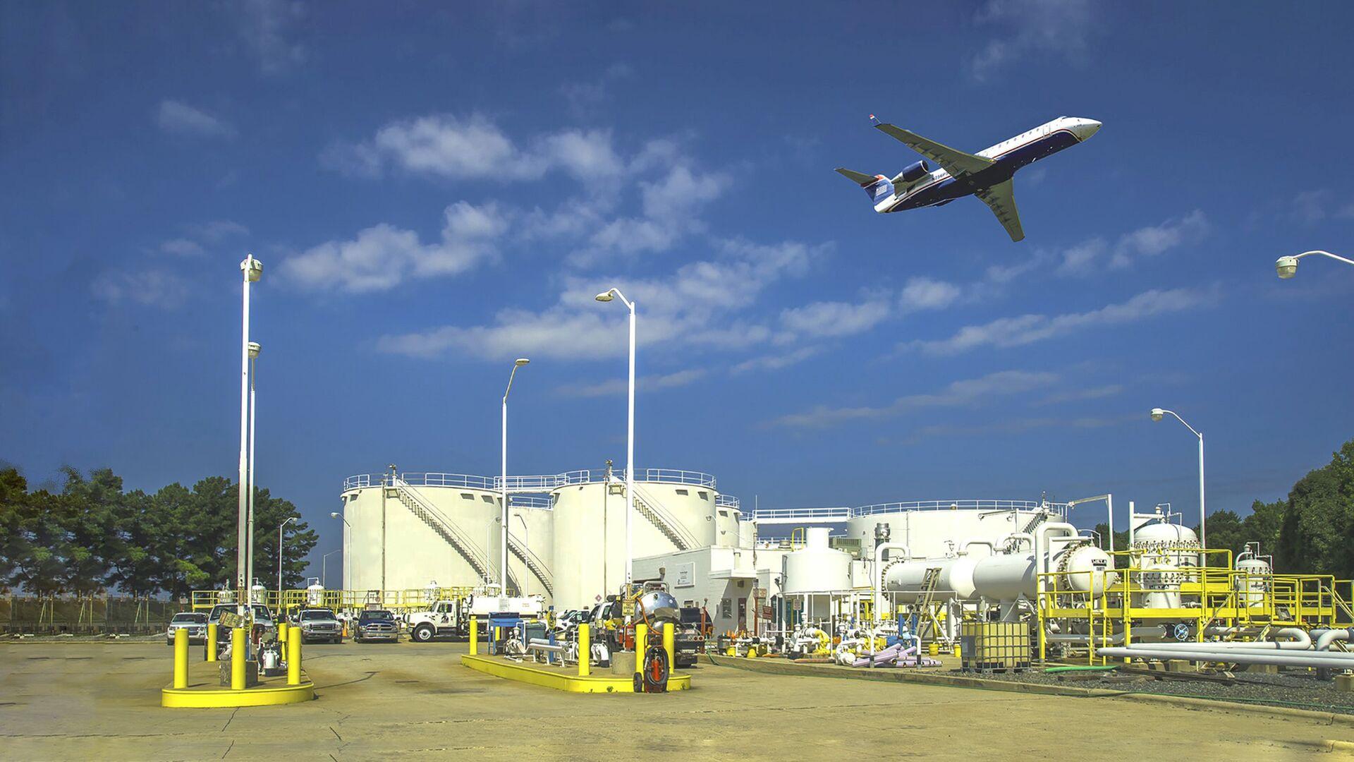 Топливные резервуары компании Colonial Pipeline в аэропорту города Шарлотт, США - РИА Новости, 1920, 12.05.2021