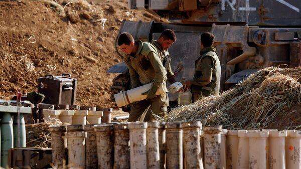 Израильские военные недалеко от границы между Израилем и сектором Газа