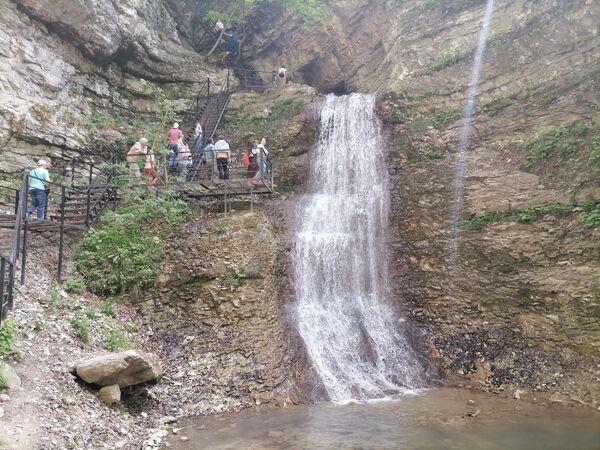 Один из Нихалойских водопадов в Чечне