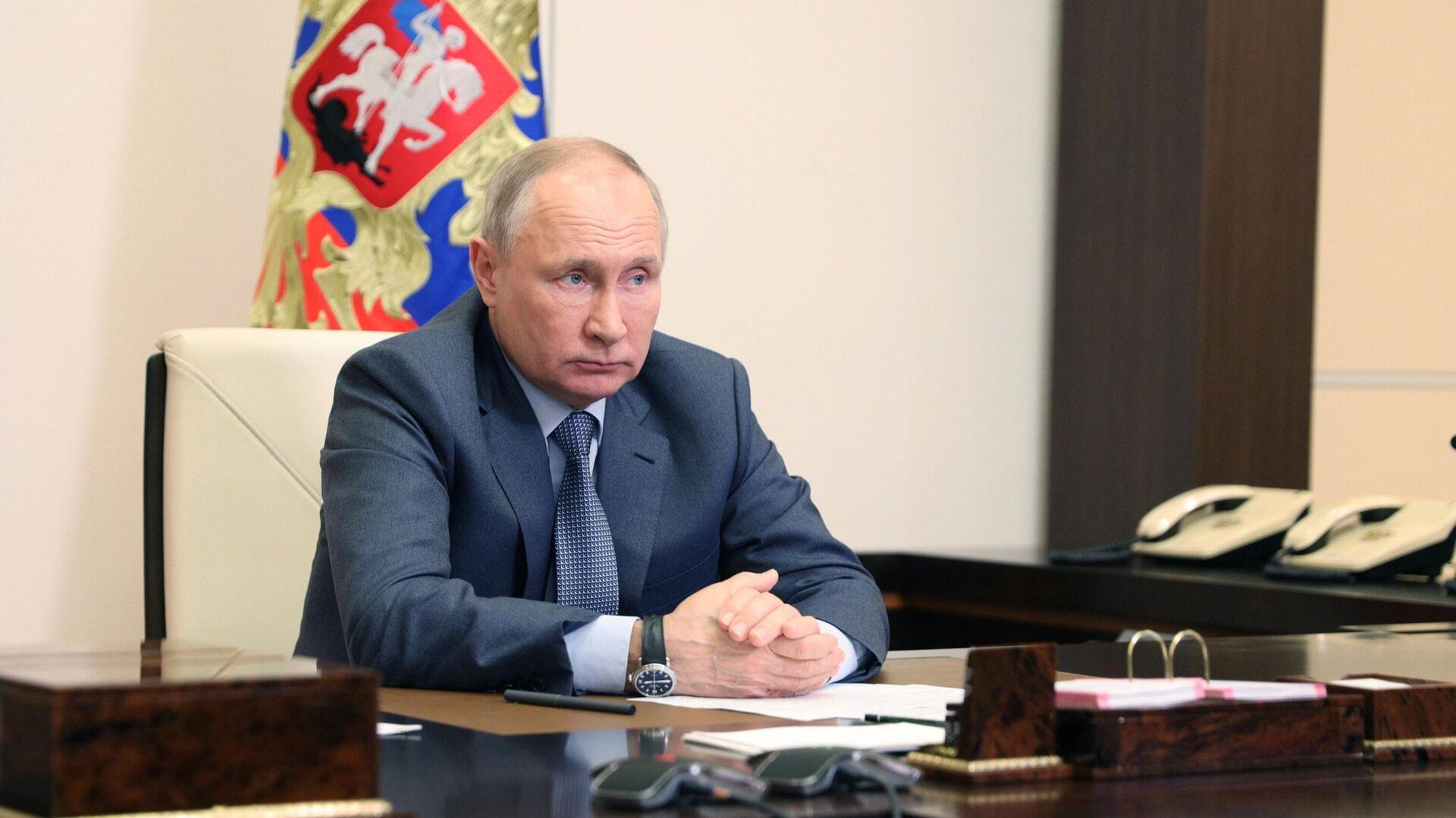 Президент РФ Владимир Путин проводит в режиме видеоконференции совещание с членами правительства РФ - РИА Новости, 1920, 18.05.2021