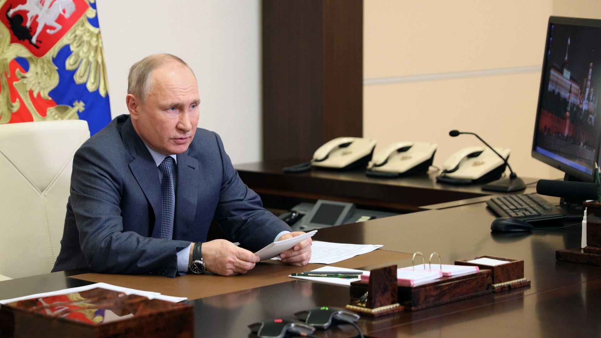 Путин на встрече с Совбезом попросил доложить о ситуации на Украине