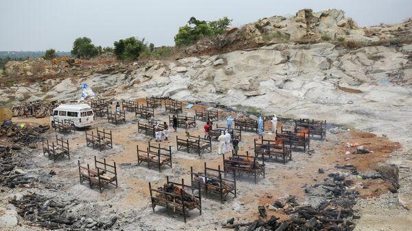 Массовая кремация жертв пандемии в Бангалоре, Индия