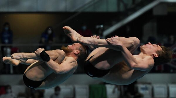 Russia's Nikita Shleikher (R) and Russia's Evgenii Kuznetsov compete in the Men's Synchronised 3m Springboard Diving event during the LEN European Aquatics Championships at the Duna Arena in Budapest on May 13, 2021. (Photo by Attila KISBENEDEK / AFP)