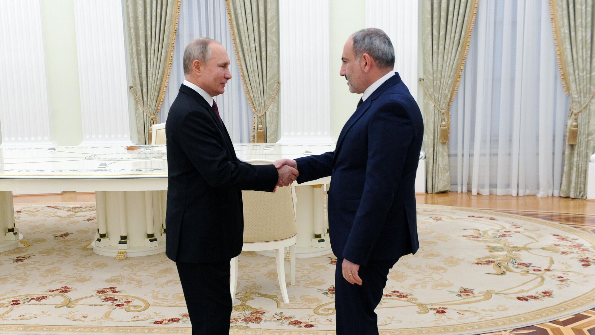 Президент РФ Владимир Путин и премьер-министр Армении Никол Пашинян - РИА Новости, 1920, 19.05.2021