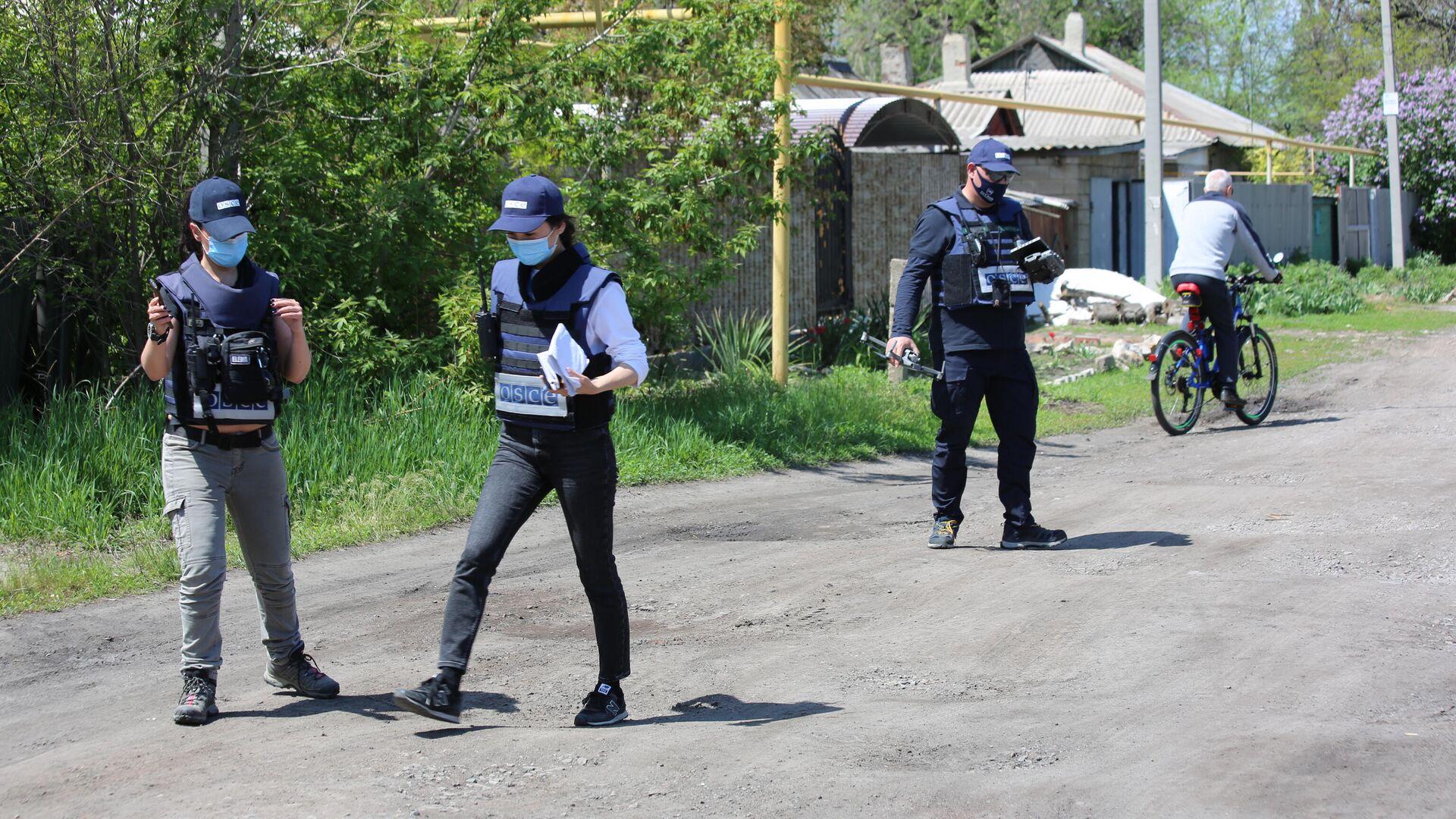 Представители мониторинговой миссии ОБСЕ прибыли на место обстрела в Петровском районе Донецка - РИА Новости, 1920, 07.07.2021