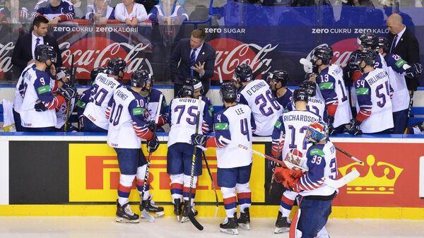 Питт Рассел и хоккеисты сборной Великобритании