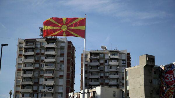 Флаг над столицей Северной Македонии городом Скопье