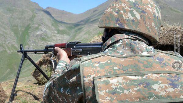 Армянский военнослужащий в приграничном районе