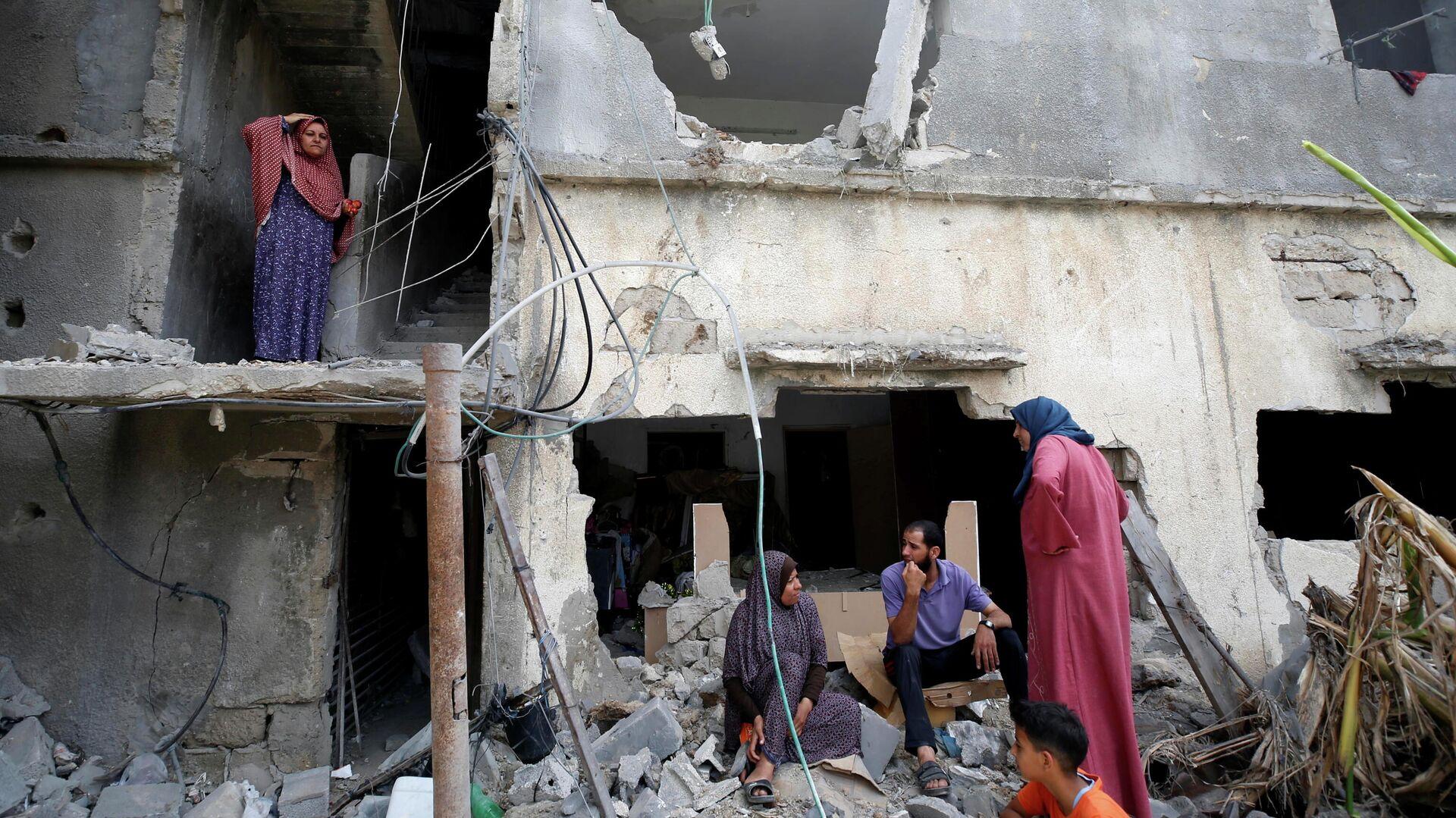Палестинцы вернулись в свой разрушенный дом после объявления о прекращении огня между Израилем и ХАМАС - РИА Новости, 1920, 31.05.2021