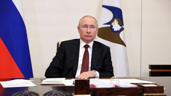 Президент РФ Владимир Путин принимает участие в заседании Высшего Евразийского экономического совета в режиме видеоконференции