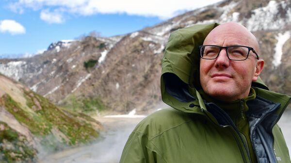 Заместитель председателя правительства РФ Дмитрий Чернышенко во время посещения Долины гейзеров в Камчатском крае