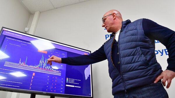 Заместитель председателя правительства РФ Дмитрий Чернышенко во время посещения Центра управления регионом в Петропавловске-Камчатском