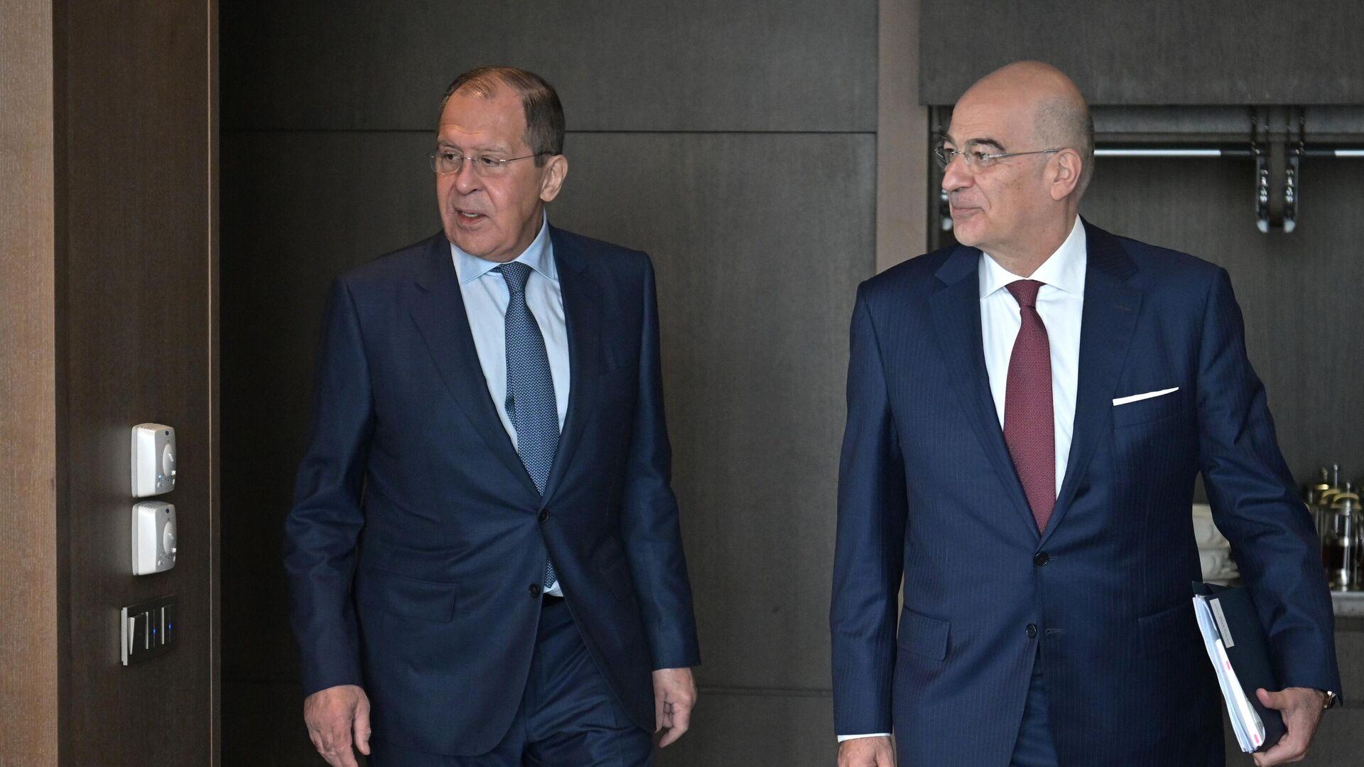 Россия настроена на диалог с ЕС на равноправной основе, заявил Лавров