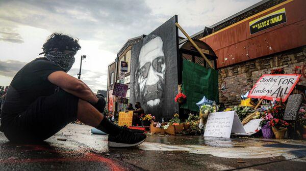 Мурал на месте убийства афроамериканца Джорджа Флойда в Миннеаполисе