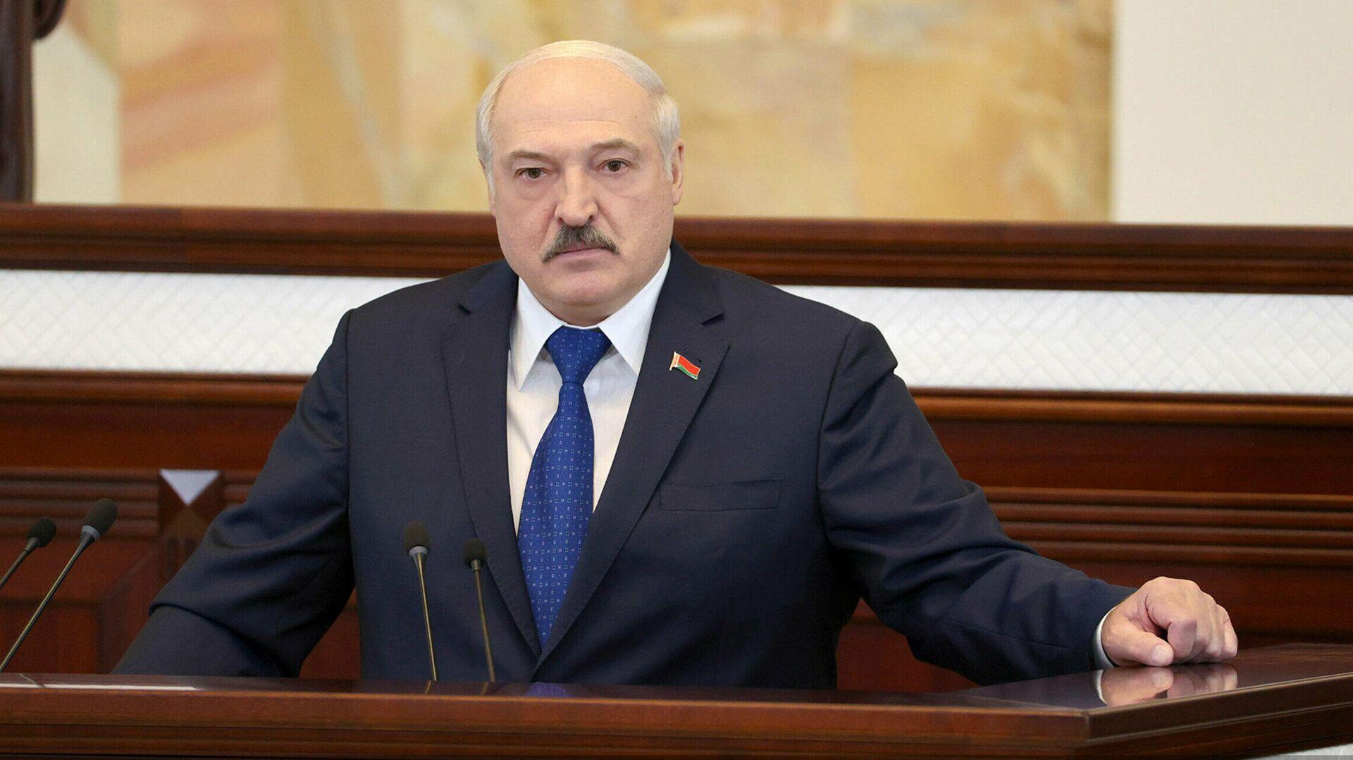 Лукашенко пообещал жесткий ответ на любые санкции и провокации