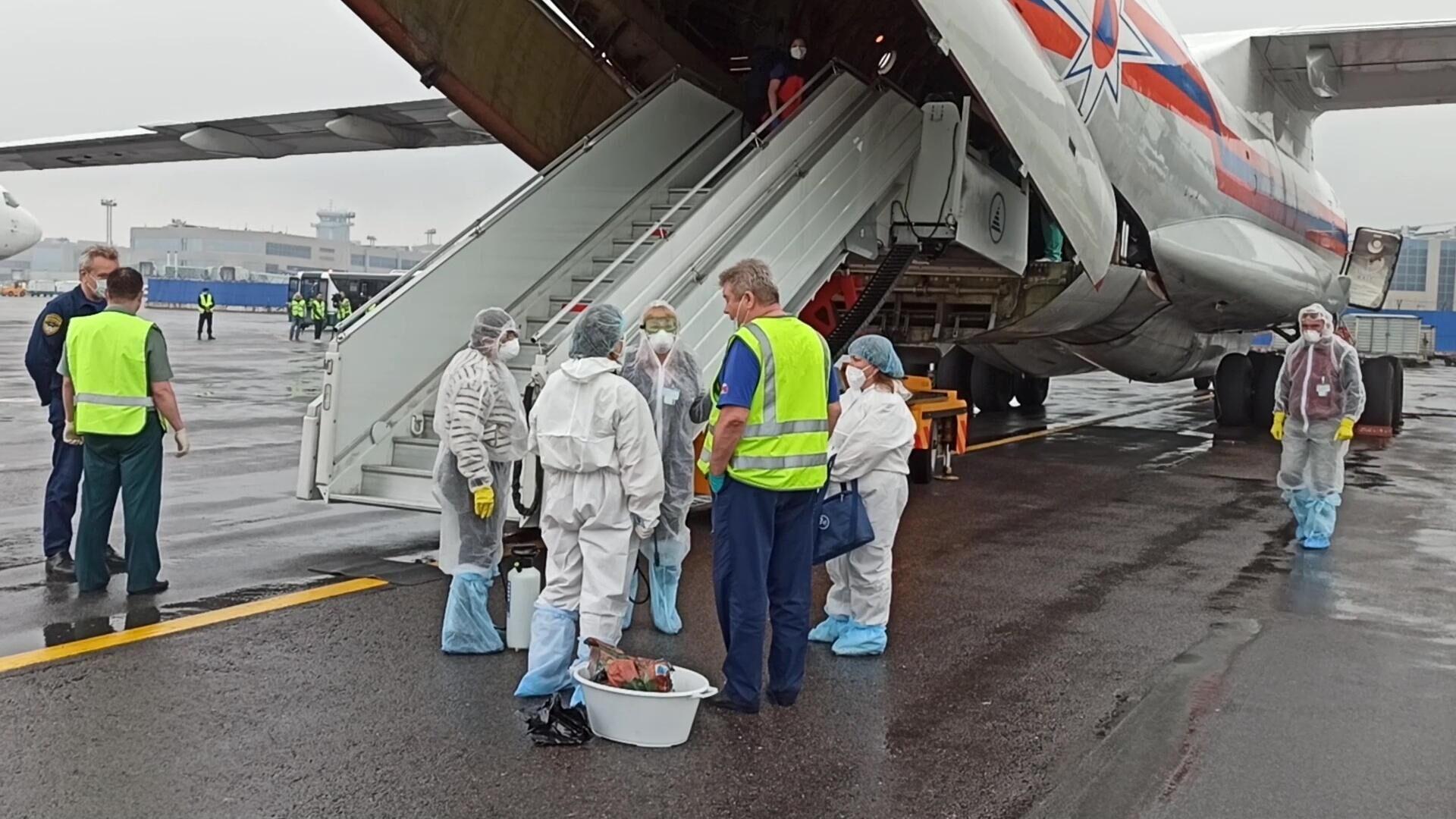 Спецборт Ил-76 МЧС России доставил российских граждан из аэропорта вблизи сектора Газа в Москву - РИА Новости, 1920, 11.06.2021