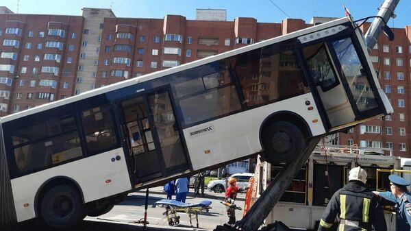 На месте ДТП с участием автобуса в Санкт-Петербурге