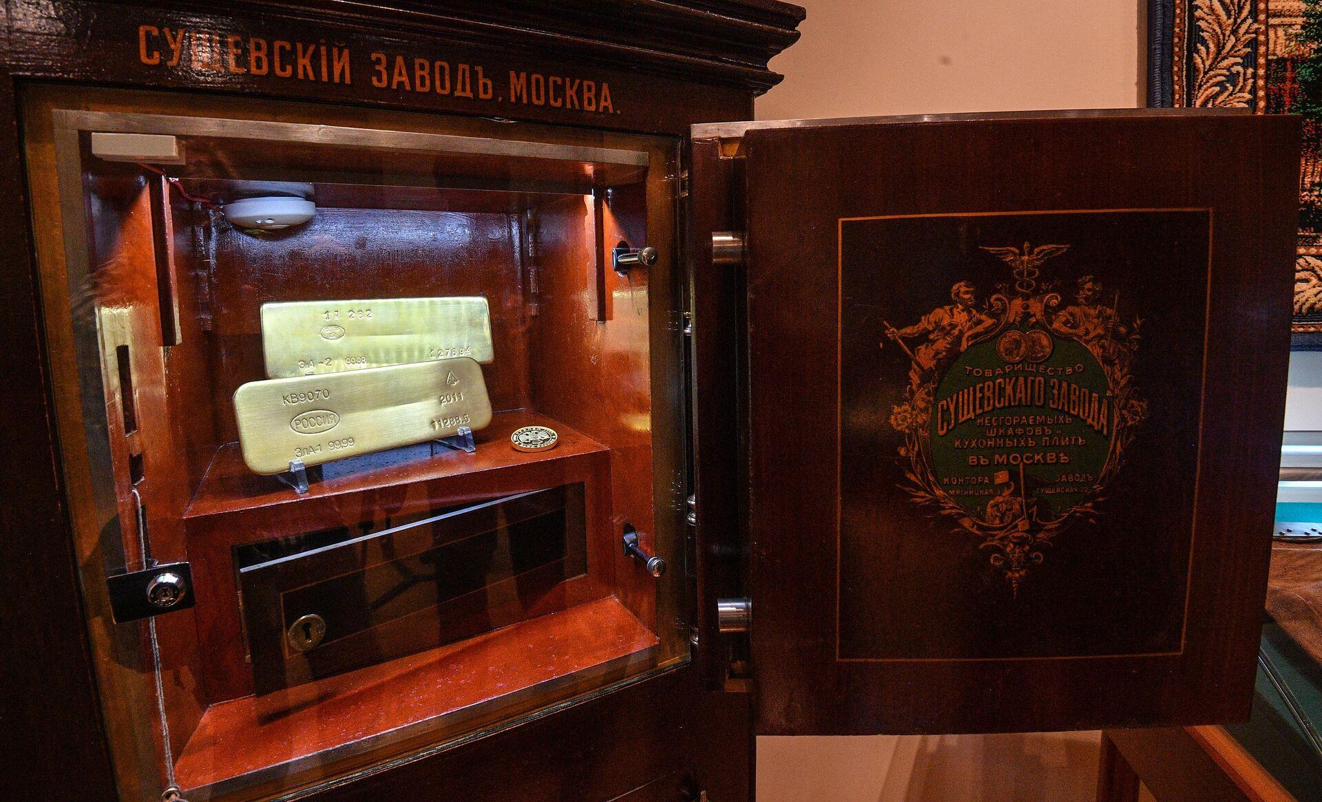 Золотые слитки - часть экспозиции в музее Банка России - РИА Новости, 1920, 27.05.2021
