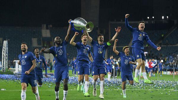 Игроки Челси праздную победу в Лиге чемпионов.