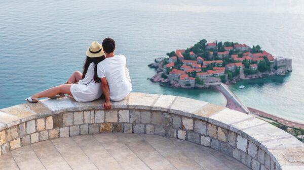 Смотровая площадка в поселке Свети-Стефан в Черногории