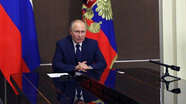 Президент РФ Владимир Путин проводит оперативное совещание с постоянными членами Совета безопасности в режиме видеоконференции